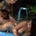 Azjatki robią sobie erotyczny masaż (18+)