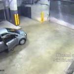 Idiota usiłuje zaparkować samochód