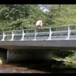 Skok z mostu - ekstremalnie to skopał!